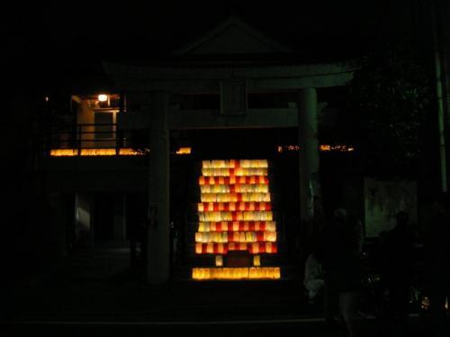 灯明で幻想的に彩られる奈良屋町の豊国神社