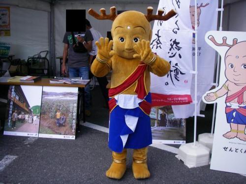 博多駅にてせんとくん。奈良遷都1300年のPRで来ていたらしい