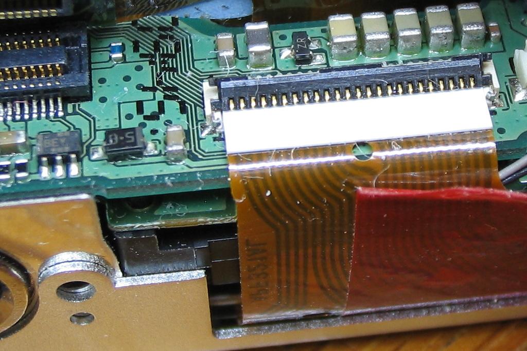 IXY DIGITAL L 液晶表示故障-6