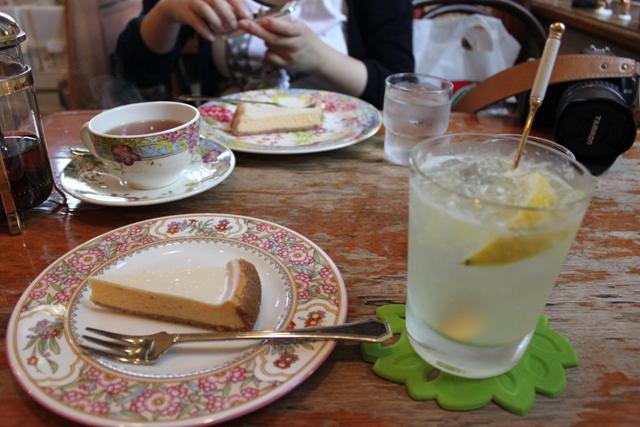 霧笛オリジナルケーキとレモンスカッシュ