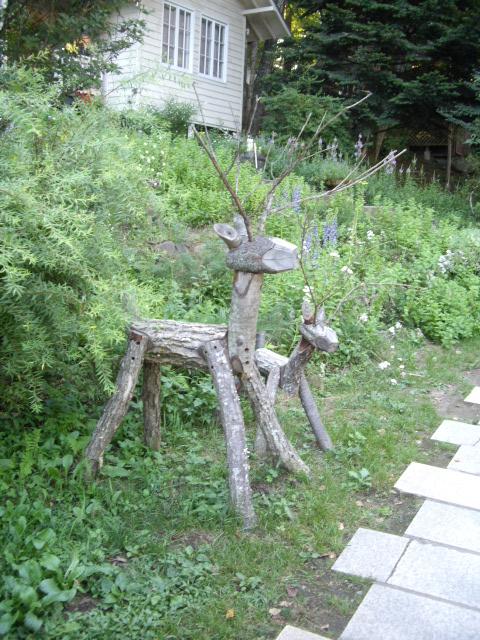 木で作られたいるトナカイさん