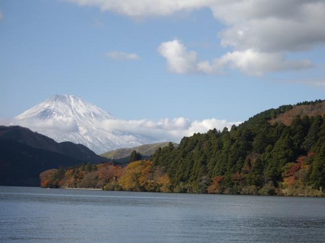 富士山雲がかかってます