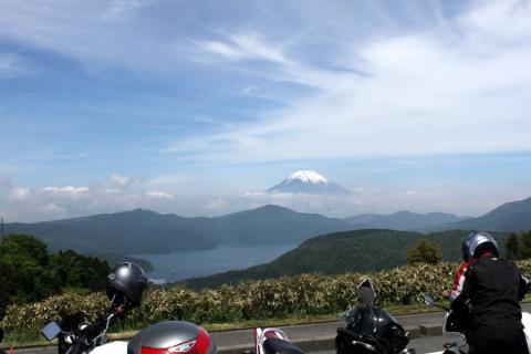 くっきり富士山と芦ノ湖