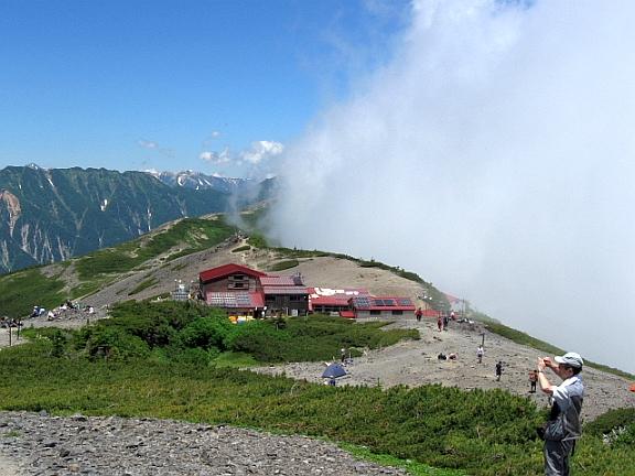 稜線に沸き立つ雲