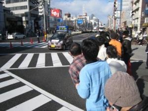 往路の昭和町は人でいっぱい
