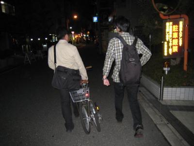 折りたたみ自転車だけど、担ぐには相当重たいのだ