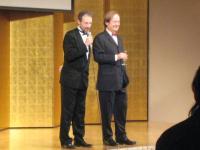 本年度名誉委員長ベントゥーラ・ポンス監督(右)と実行委員長パリトス・ボワトー氏