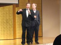 本年度名誉委員長ベントゥーラ・ポンス監督と実行委員長パリトス・ボワトー氏(左)