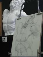 ラオコーンの半身像は大きい。F8サイズは横幅があるので、頭の一部は画面の外に出す構図でチャレンジ。