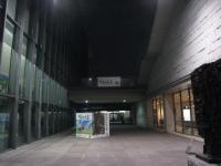 ギャラリー棟と、展示棟の隙間とは、ここのことです。