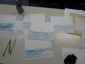 色鉛筆で波を描く1
