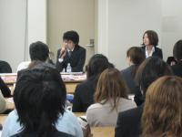 カミオジャパンのデザイナーで本校の卒業生も2名、後輩たちにアドバイスに駆けつけてくれました。