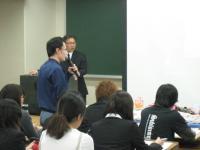 キャラクターの学生も、質問しました。