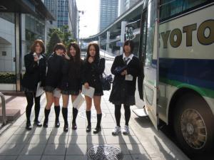 枚岡樟風高校のバス見学女の子5人