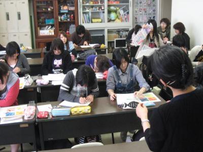 平面構成の授業風景