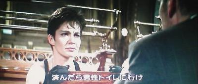 こんなに表情が顔に出て、訓練されてきた人間なのか? と思ってしまうが、『ニキータ』は、そんな彼女の人間的な部分をクローズアップしていく。