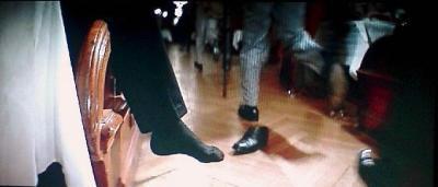 ターゲットの放り出された脚だけで、彼は死んだという説明をつけてしまう。素晴らしい省略のカット割り。