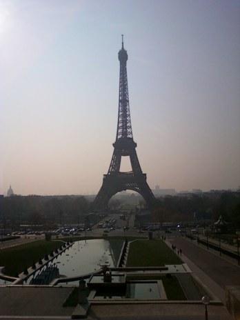 エッフェル塔は今日も美しい