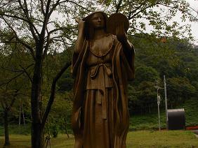 鏡ヶ池の銅像