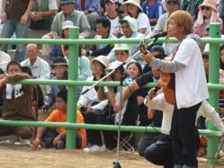 沖縄からのゲスト。島歌を歌ってくれました。が・・・。