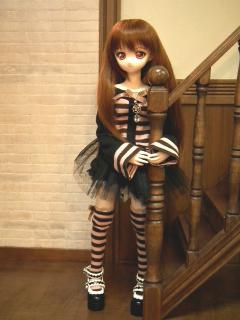 アリスのセット衣装がお似合いです。