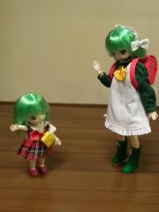 ねこ妹はランドセルを背負って学校へ。ちび妹は幼稚園?
