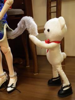 モフモフに誘惑されるクマ。