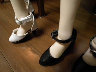 白オビツ60、黒オビツ50 60球状ボディの足の甲は50の足より薄いです。