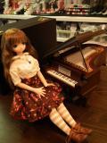 1/12スケールのグランドピアノです。