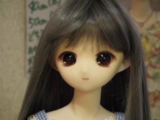 茶色の瞳で黒に近い髪だと、おとなしい感じに見えますね。