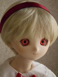 赤い目アイちゃん。