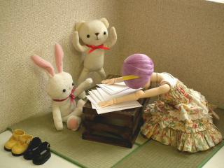 四畳半で宿題アイちゃん。