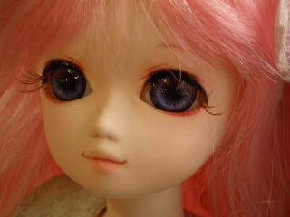 全身ピンクのアンジェラさん。
