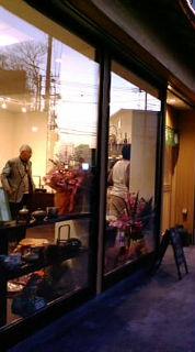 夕暮れの東大宮の店