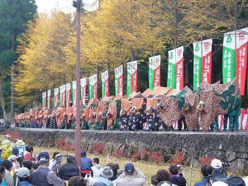 H211018荘川獅子舞競演会30連獅子