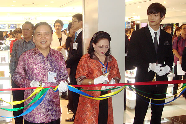 lotte_duty_free_CGK_jan2012_opening_11.jpg