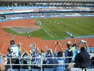 天皇杯2回戦。川崎のレナチーニョのゴールに沸くスタンド。