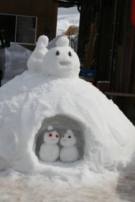白川郷雪だるま1