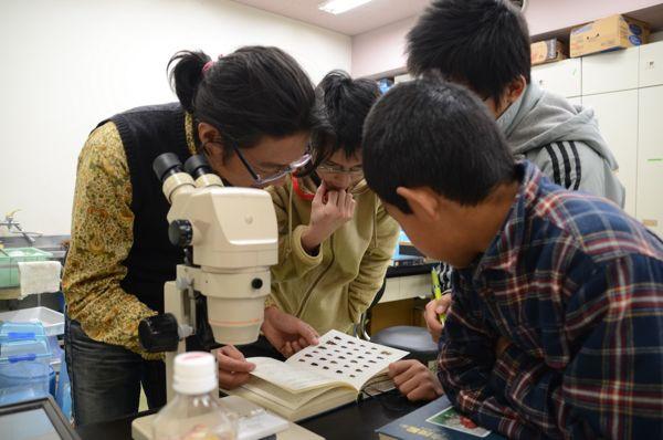 002 顕微鏡も使います