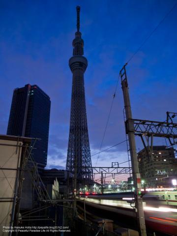 押上踏切横の撮影広場から見た東京スカイツリー