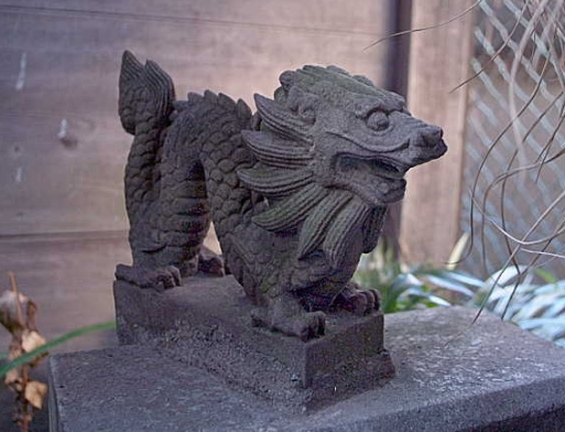 東京都千代田区神田須田町2 神田川沿いの柳森神社。 (1)