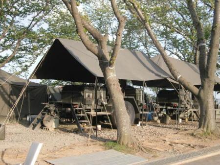 縮450・自衛隊なべ車2台テント.JPG