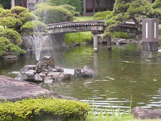 ホテルの庭(2)