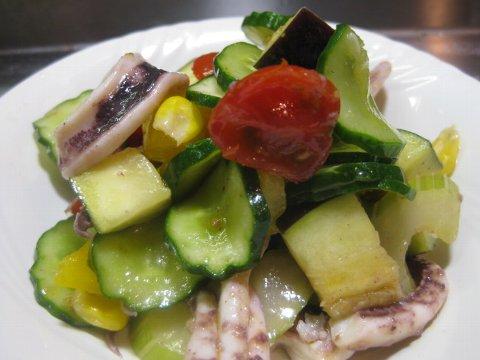 夏野菜とシーフードのサラダ