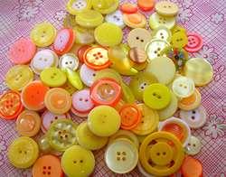 ボタン黄色
