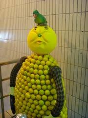 台湾 台北駅の変な人形