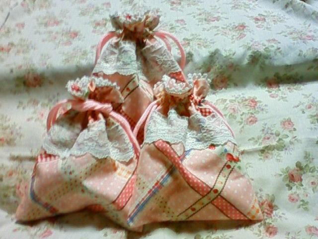 イチゴ巾着三姉妹