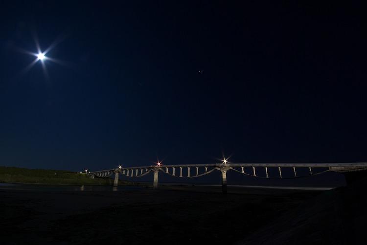 月夜の潮騒橋