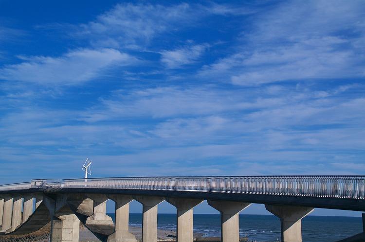 潮騒橋と秋の空
