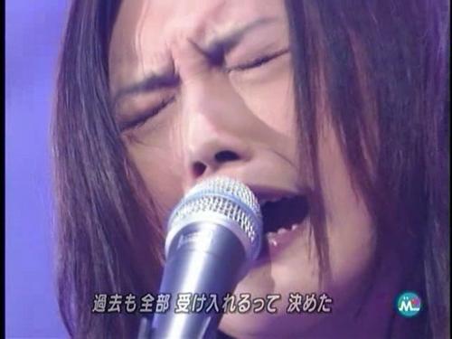 YUI++singing+live.png